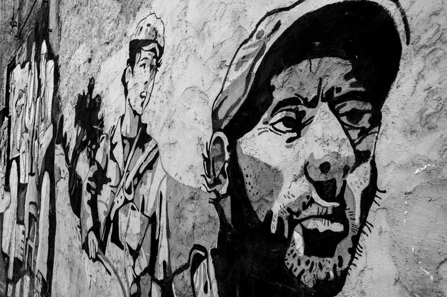 Detalle rostro masculino en blanco y negro. Pintura pared. Orgosolo. Cerdeña