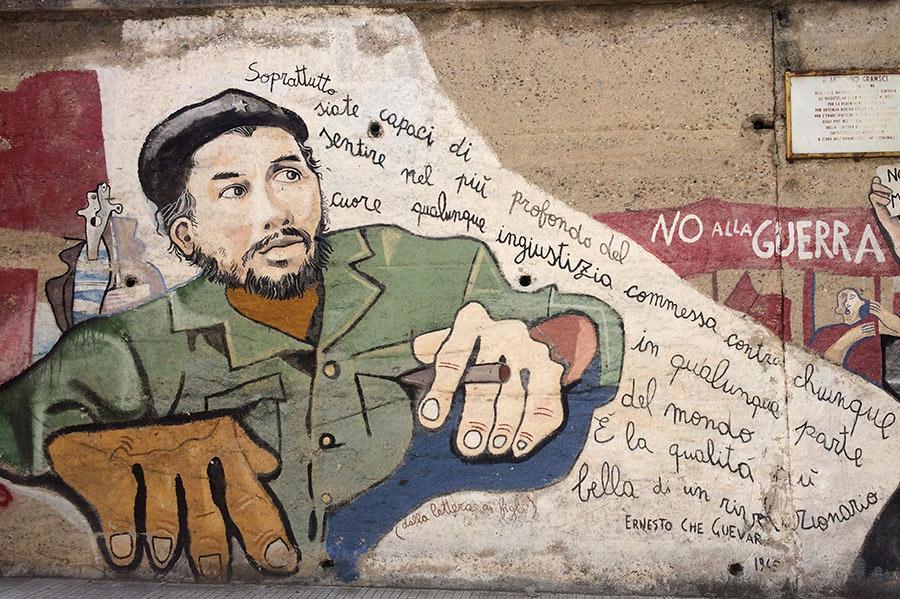 Che Guevara pintado en las paredes. Orgosolo. Cerdeña