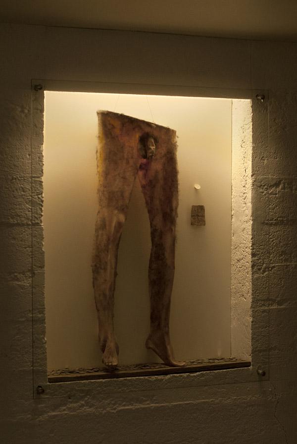 Los necropants en una vitrina en el museo de brujería y magia de Holmovik.