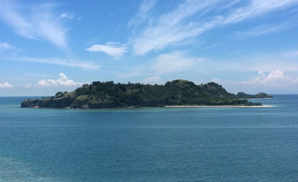Una isla de las 17 del Parque Natural de Riung. RUTA ISLA DE FLORES. INDONESIA. VIAJE EN MOTO 5 ETAPAS