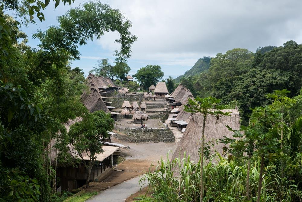 vista general del pueblo tradicional de Bena en Bajawa. RUTA ISLA DE FLORES. INDONESIA. VIAJE EN MOTO 5 ETAPAS