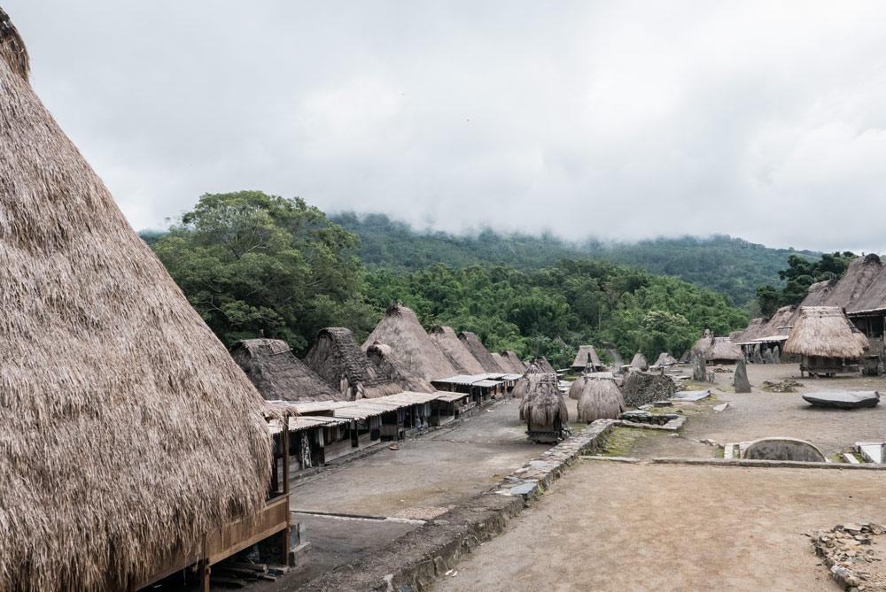 Vista general del pueblo tradicional de Bena.RUTA ISLA DE FLORES. INDONESIA. VIAJE EN MOTO 5 ETAPAS