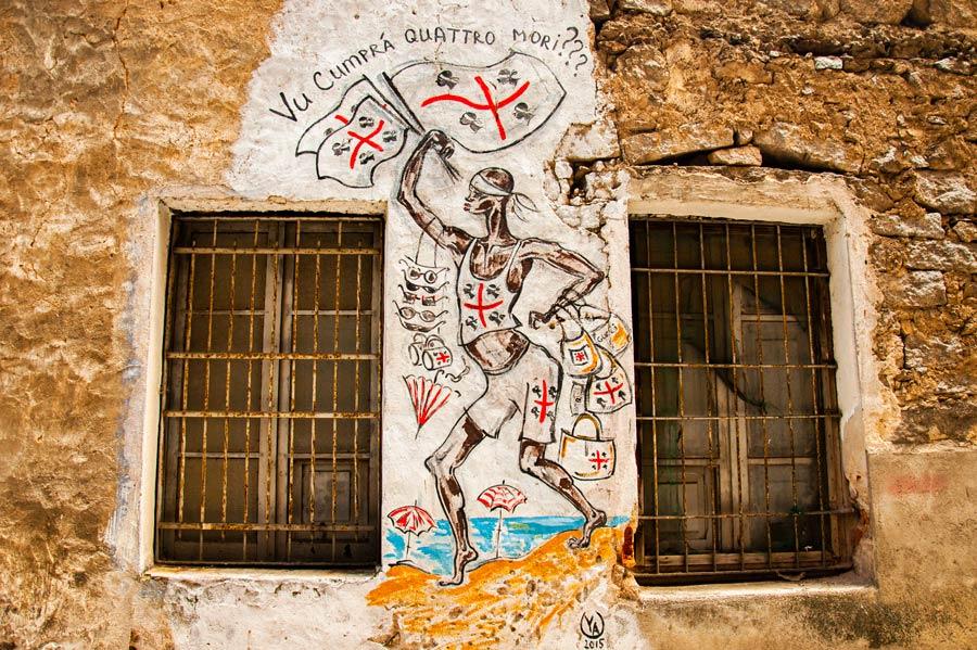 Pintura mural con la bandera de Cerdeña. Orgosolo. Cerdeña.