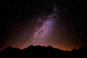 Monte Pindo y la vía láctea. Imagen nocturna.Olimpo celta a orillas de la playa de Carnota