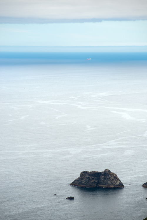 Acantilados de San Andrés de Teixido. La única playa de arena negra en Galicia