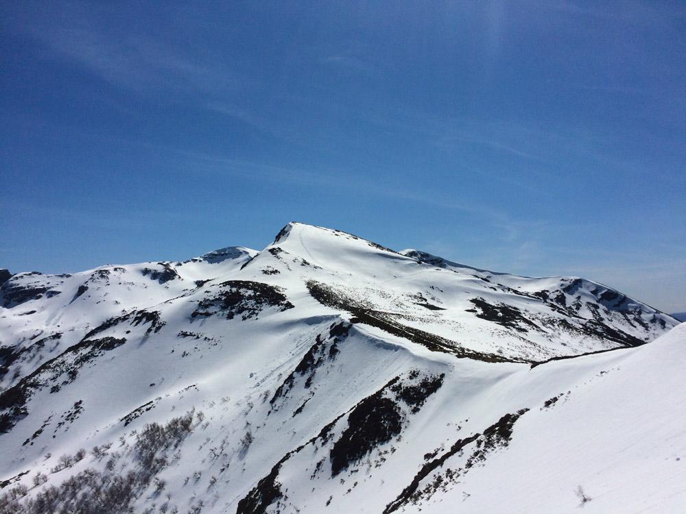 Pico nevado visto desde Piornedo - Perder el Rumbo