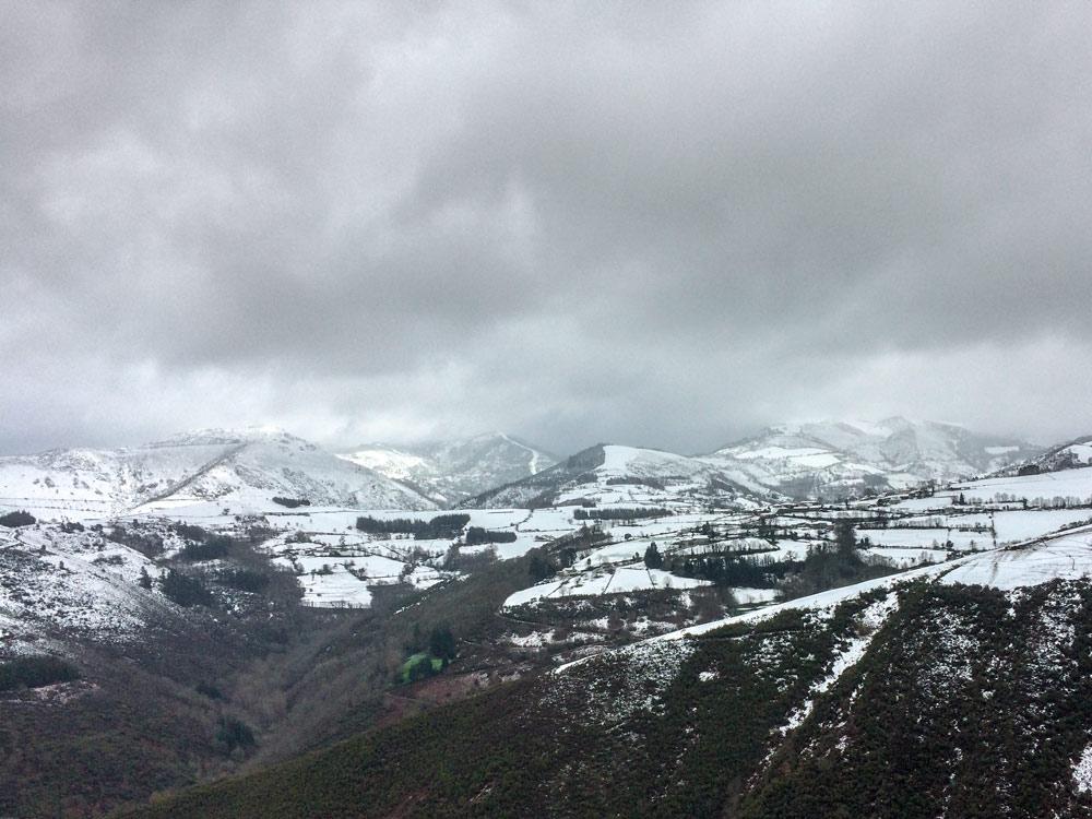 Montañas nevadas de los ancares
