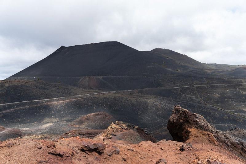 Volcán de san Antonio visto delsde la cima del teneguía. Ruta de los Volcanes. Perder el Rumbo
