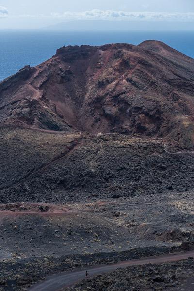 Vista del Teneguía con el mar al fondo. ruta de los Volcanes. Perder el Rumbo