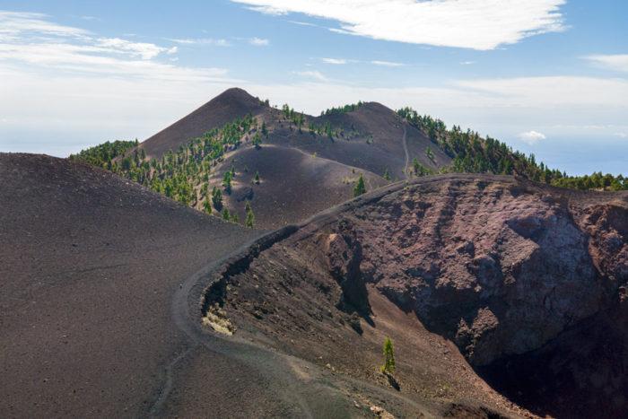 Vista del Duraznero concretamente del cono volcánico por donde salió la lava. Perder el Rumbo