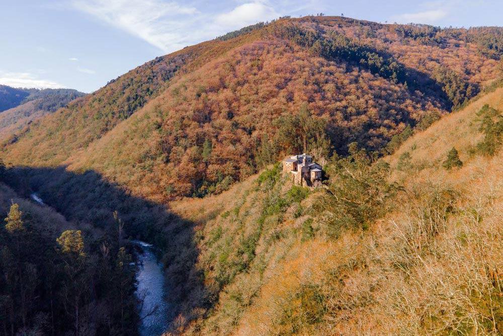 Vista aérea del Monasterio de Caveiro. Fragas do Eume