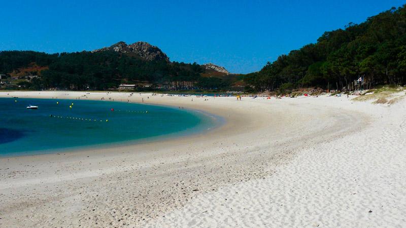 La playa más bonita del mundo, la playa de Rodas en las islas Cíes. 20 lugares que ver en Galicia imprescindibles. Perder el Rumbo