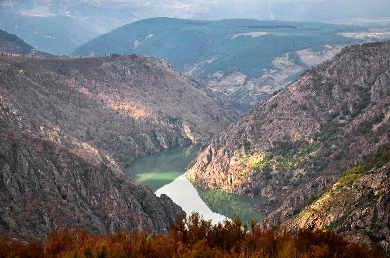 Cañones del Sil, vista aérea. 20 lugares que ver en Galicia imprescindibles. Perder el Rumbo