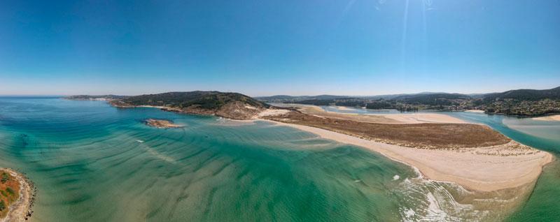 Vista aérea de el estuario del río Anllóns. 20 lugares que ver en Galicia imprescindibles. Perder el Rumbo