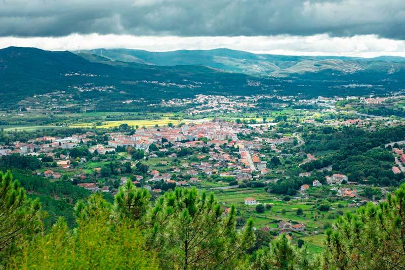 Vista de Tui y alrededores desde el Monte Aloia. 20 lugares que ver en Galicia imprescindibles. Perder el Rumbo