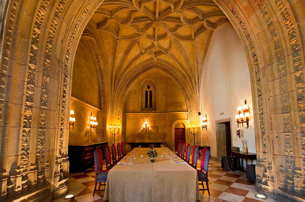 Interior del Hostal de los Reyes católicos en Santiago de Compostela. 20 alojamientos originales en el Camino de Santiago con mucho encanto. Perder el Rumbo