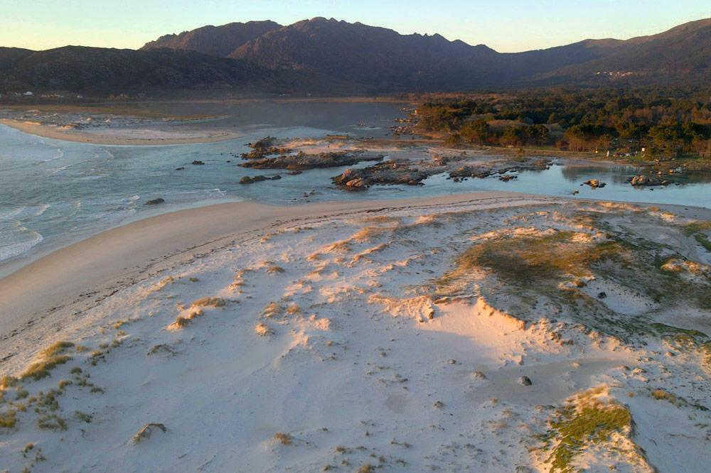 Arenal de la Playa de Carnota. 10 motivos para visitarla y perderte en ella. Perder el Rumbo