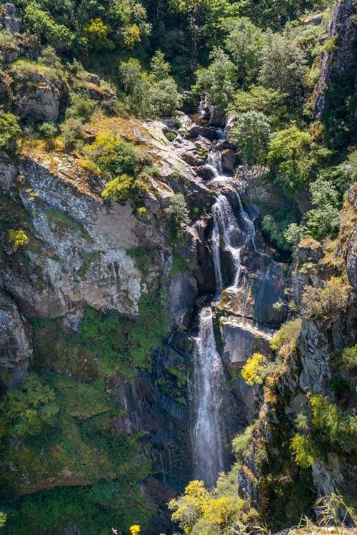 Cascada vista desde arriba. 11 espectaculares cascadas en Pontevedra