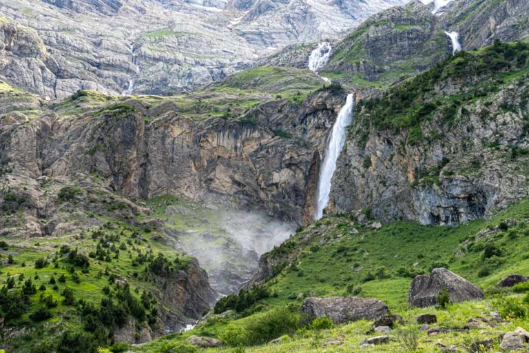 Cascada impresionante en medio de la naturaleza. 5 impresionantes Cascadas en Huesca